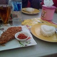 "Photo taken at Kedai Makan ""OCHID"" by annida s. on 5/9/2014"