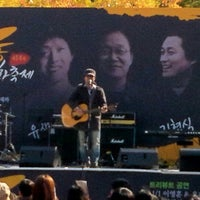 Photo taken at 정동제일교회앞 (610 소셜프렌즈데이) by Minyoung Kim P. on 11/3/2012
