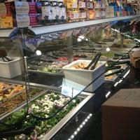 Foto tomada en Whole Foods Market por Douglas L. el 1/28/2013