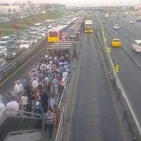 9/26/2012 tarihinde Timuçin Ç.ziyaretçi tarafından Cevizlibağ Metrobüs Durağı'de çekilen fotoğraf