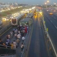 9/20/2012 tarihinde Timuçin Ç.ziyaretçi tarafından Cevizlibağ Metrobüs Durağı'de çekilen fotoğraf