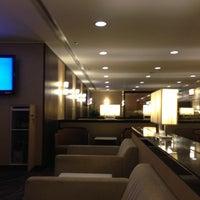 Das Foto wurde bei Singapore Airlines SilverKris Lounge von Richard am 5/11/2013 aufgenommen
