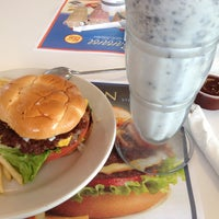 Photo taken at Steak 'n Shake by Kaoru F. on 5/7/2013