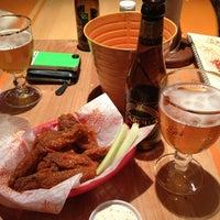 Foto tomada en California Wings and Beer por Kike S. el 3/31/2013