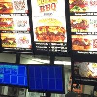 Foto tomada en Carl's Jr por Octavio E. el 11/8/2012