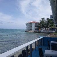 Foto tomada en Niko's Seafood por Juan Carlos O. el 10/15/2017