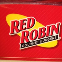 Photo taken at Red Robin Gourmet Burgers by Mr. Kenney on 11/10/2012