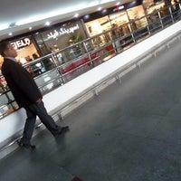 Photo taken at Hyperstar by Nooshafarin M. on 4/11/2014