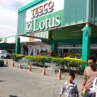 Photo taken at Tesco Lotus by Sakda M. on 1/6/2013