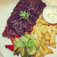 Photo prise au Theodosi Restaurant par Theo K. le8/8/2014