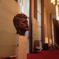 10/25/2012 tarihinde Charlene V.ziyaretçi tarafından Kennedy Center Opera House'de çekilen fotoğraf