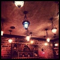 Das Foto wurde bei Mehreb Cafe von Arzu K. am 10/24/2012 aufgenommen