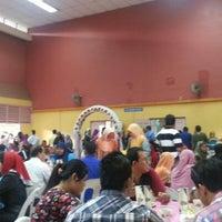 Photo taken at dewan serbaguna jinjang utara, kl by Airel P. on 12/22/2012
