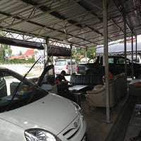 Photo taken at DIC Car Wash by Aimi Yusri A. on 1/12/2013