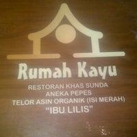Photo taken at Resto Rumah Kayu Cabang Tahu Susu Lembang by kiky p. on 1/31/2014