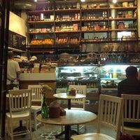 Photo prise au Caffé Toscano par Elder P. le3/21/2013