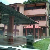 Photo taken at Skolah blakang by Shafiq A. on 9/14/2012