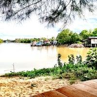 รูปภาพถ่ายที่ ปากคลองซีฟู้ด โดย Khun ⒶⓄⓂ  ♩♪♫ เมื่อ 6/2/2013