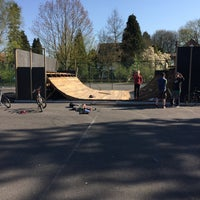 Photo taken at Skatepark Eeklo by Ming on 4/18/2015
