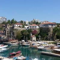 4/28/2013 tarihinde juliaziyaretçi tarafından Yat Limanı'de çekilen fotoğraf
