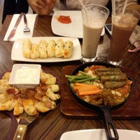 Photo taken at Pizza Hut by sisca w. on 2/11/2013