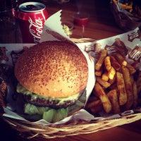12/16/2012 tarihinde Emir H.ziyaretçi tarafından Route Burger House'de çekilen fotoğraf