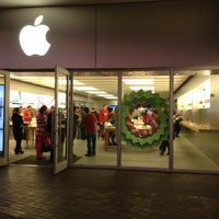 Photo taken at Apple The Falls by Robertson A. on 12/23/2012