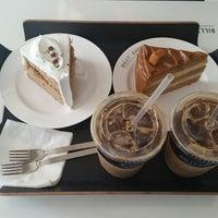 Photo taken at BILLY ANGEL CAKE CO. by Min-Kyu K. on 11/4/2014