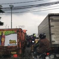 Photo taken at Perempatan Buah Batu by Jefriando C. on 3/22/2016