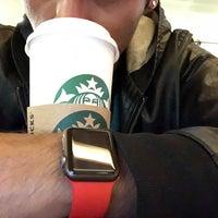Снимок сделан в Starbucks пользователем Dorian J. 8/18/2018