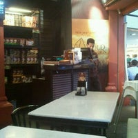 Photo taken at OldTown White Coffee by Mohamad Azmi B. on 10/3/2012