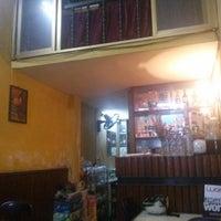 Foto tomada en Café 129 por Phuong T. el 4/27/2013