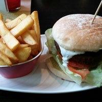 Das Foto wurde bei Rotkäppchen Burgergrill von Ka r. am 8/8/2014 aufgenommen