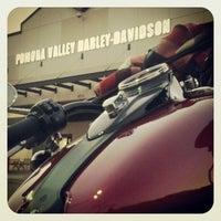 Foto tomada en Pomona Valley Harley-Davidson por Jeffrey S. el 11/25/2012