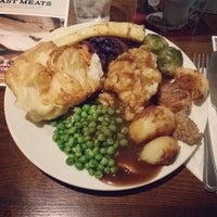 Photo taken at Toby Carvery by Lluis on 12/19/2015