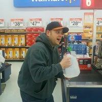 Das Foto wurde bei Walmart von Larry S. am 1/10/2013 aufgenommen