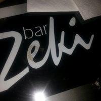 3/23/2013 tarihinde Tolga D.ziyaretçi tarafından Zeki Bar'de çekilen fotoğraf