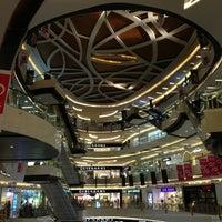 Photo prise au Lippo Mall Kemang par Johanes H. le2/24/2013