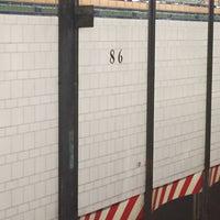 Photo taken at MTA Subway - 86th St (R) by Juan C. on 8/16/2017