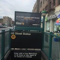 Photo taken at MTA Subway - 86th St (R) by Juan C. on 8/12/2017