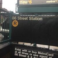 Photo taken at MTA Subway - 86th St (R) by Juan C. on 8/18/2017