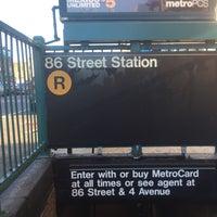 Photo taken at MTA Subway - 86th St (R) by Juan C. on 8/9/2017