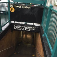 Photo taken at MTA Subway - 86th St (R) by Juan C. on 3/27/2017