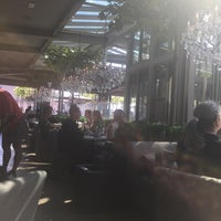 Das Foto wurde bei RH Rooftop Restaurant von Binta P. am 9/29/2018 aufgenommen