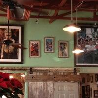 12/2/2012 tarihinde Erica F.ziyaretçi tarafından Guero's Taco Bar'de çekilen fotoğraf