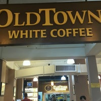 Photo taken at OldTown White Coffee by Lini L. on 1/14/2017