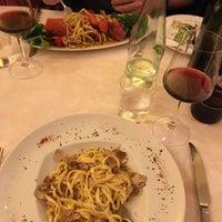 Foto scattata a L'Osteria Di Giovanni da Jennifer S. il 11/4/2015