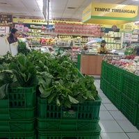 Photo taken at Giant Hypermarket by Tetty S. on 9/30/2013