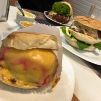 Photo prise au The New Jack Burguer & Grill par Douglas N. le12/6/2017