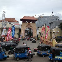 Photo taken at Pasar Baru (Passer Baroe) by Erita on 12/31/2012